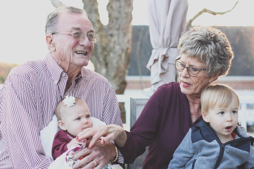 ¿Qué tipos de plazas existen en las residencias de personas mayores?